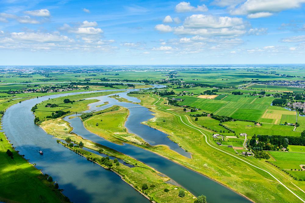 Nederland, Overijssel, Zwolle, 17-07-20170; de IJssel ter hoogte van Westenholte. In het kader van het programma Ruimte voor de rivier is de dijk landinwaarts verlegd en zijn er hoogwatergeulen gegraven. Door de dijkverlegging worden de uiterwaarden breder en krijgt de rivier meer ruimte.<br /> River IJssel north of Zwolle. The river dike has been shifted (landward) with newly excavated channels. Moving the dike has broadened the floodplains, creating more space for the river.<br /> <br /> luchtfoto (toeslag op standard tarieven);<br /> aerial photo (additional fee required);<br /> copyright foto/photo Siebe Swart