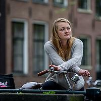 Nederland, Amsterdam, 9 april 2017.<br /> Milou Deelen, het meisje dat Vindicat aanklaagde met een filmpje over slutshaming.<br /> <br /> In de anderhalf jaar dat Milou Deelen lid was van een studentenvereniging werd ze meerdere malen voor 'hoer' of 'slet' uitgemaakt. Ze deelde hierover een video op Facebook, dat binnen een uur meer dan twaalfduizend keer werd bekeken. Op 8 maart, Internationale Vrouwendag, doet Milou Deelen (21) haar beklag over de seksuele moraal bij de studentenvereniging.<br /> <br /> Foto: Jean-Pierre Jans