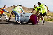 Charles Easton-Berry in de MQ1. In Battle Mountain (Nevada) wordt ieder jaar de World Human Powered Speed Challenge gehouden. Tijdens deze wedstrijd wordt geprobeerd zo hard mogelijk te fietsen op pure menskracht. De deelnemers bestaan zowel uit teams van universiteiten als uit hobbyisten. Met de gestroomlijnde fietsen willen ze laten zien wat mogelijk is met menskracht.<br /> <br /> In Battle Mountain (Nevada) each year the World Human Powered Speed ??Challenge is held. During this race they try to ride on pure manpower as hard as possible.The participants consist of both teams from universities and from hobbyists. With the sleek bikes they want to show what is possible with human power.