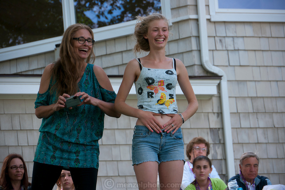 Family get-together at rented house on the shore at York Cliffs, Maine in July. Sports, family olympics in the back yard. Menzel/D'Aluisio. MODEL RELEASED.