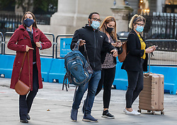 © Licensed to London News Pictures. 01/10/2020. London, UK. Train travellers in Westminster wear masks as more Covid lockdown restrictions come into force for the North East of England and Liverpool as cases of coronavirus continue to rise throughout the UK. Photo credit: Alex Lentati/LNP
