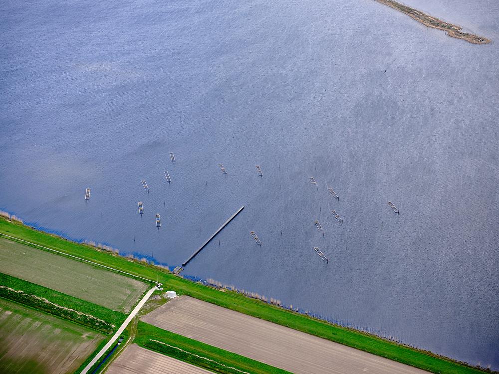 Nederland, Flevoland-Overijssel, Zwanendiep, 07-05-2021; Zwartemeerdijk, Kraggenburg: kunstwerk van Paul de Kort: Pier + Horizon.<br /> luchtfoto (toeslag op standard tarieven);<br /> aerial photo (additional fee required)<br /> copyright © 2021 foto/photo Siebe Swart