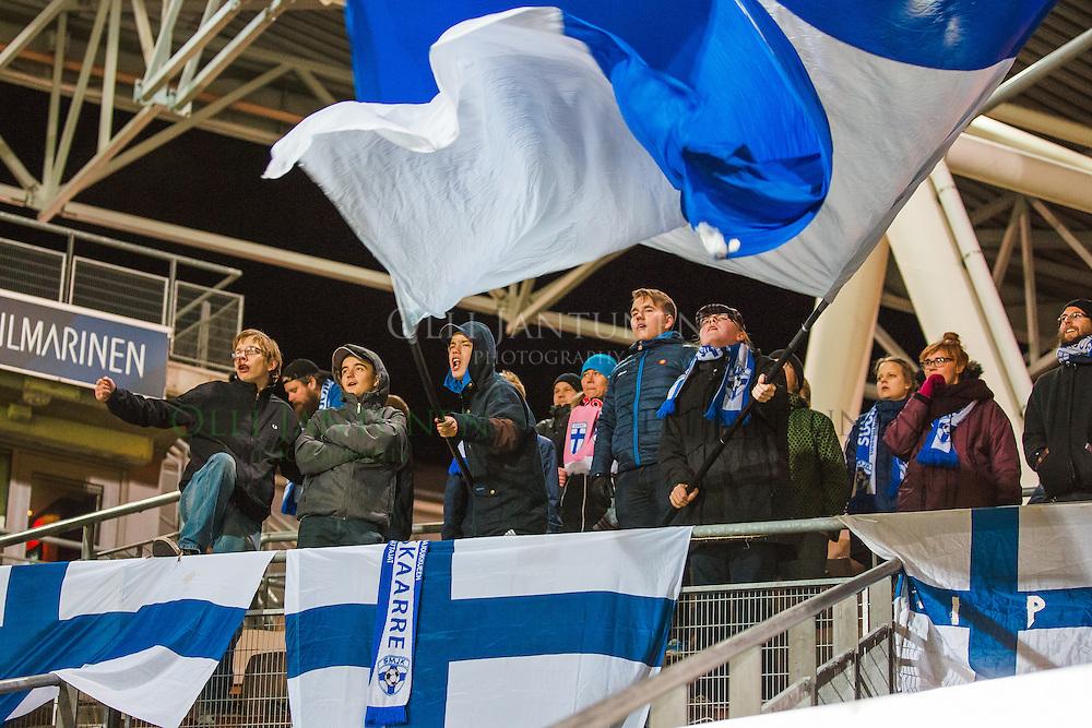 Pohjoiskaarre ja SMJK Naisten EM2017-karsintaottelussa Suomi - Espanja. Sonera Stadium, Helsinki, Suomi. 27.10.2015.