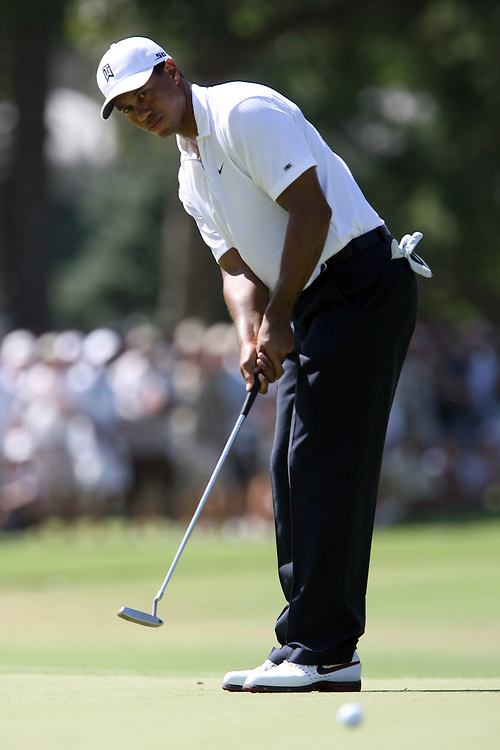 10 August 2007: Tiger Woods makes a birdie on the 9th hole during the second round of the 89th PGA Championship at Southern Hills Country Club in Tulsa, OK.