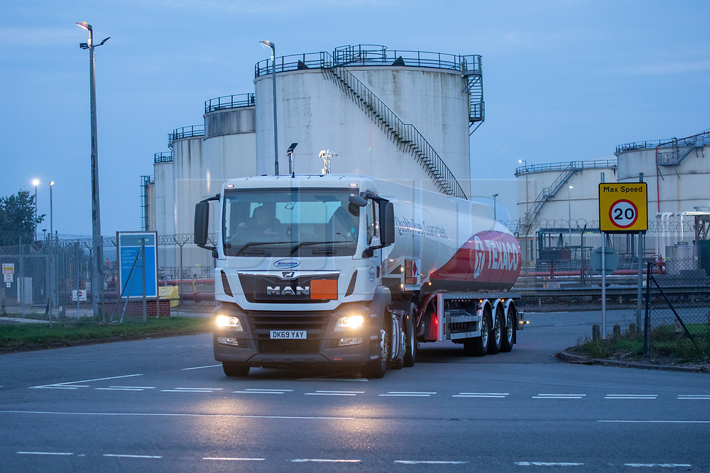 © Licensed to London News Pictures. 26/09/2021. Kingsbury, Warwickshire, UK. The scene as dawn breaks on a Sunday morning outside Kingsbury fuel depot, the main fuel distribution site in the Midlands. Pictured a Texaco fuel tanker leaves the Kingsbury site as dawn breaks. Photo credit: Dave Warren / LNP