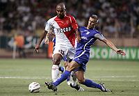 FOOTBALL - FRENCH CHAMPIONSHIP 2005/2006 - AS MONACO v AJ AUXERRE - 06/08/2006 - MAICON (MON) / BENOIT CHEYROU (AUX) - PHOTO PHILIPPE LAURENSON / DIGITALSPORT