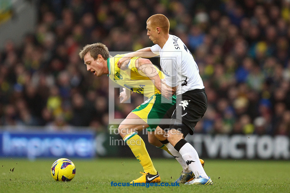 Picture by Paul Chesterton/Focus Images Ltd +44 7904 640267.09/02/2013.Luciano Becchio of Norwich and Steve Sidwell of Fulham in action during the Barclays Premier League match at Carrow Road, Norwich.