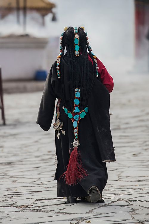 Amdo woman, Gyanak Mani, yushu city, Yushu prefecture, Qinghai Province, China