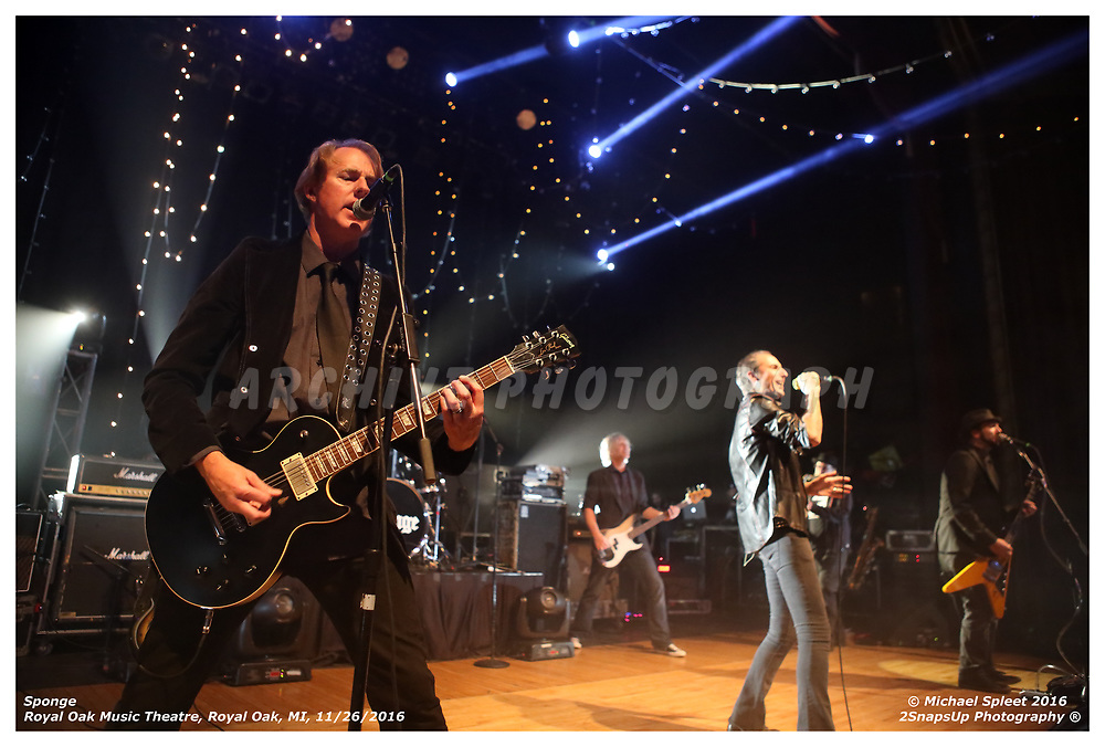 Sponge,  at Royal Oak Music Theatre, Royal Oak, MI, 11/27/2016. (Image Credit: Michael Spleet / 2SnapsUp Photography)