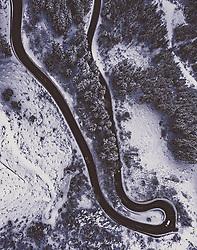 THEMENBILD - die Ramsauerstrasse mit Winterlandschaft und Verkehr, aufgenommen am 17. Dezember 2018 in Schladming, Oesterreich // the Ramsauerstrasse with winter landscape and traffic, Schladming, Austria on 2018/12/17. EXPA Pictures © 2018, PhotoCredit: EXPA/ JFK