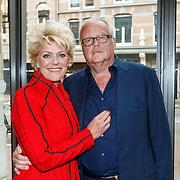 NLD/Amsterdam/20150529 - Uitreiking Johan Kaart prijs 2015, Guus Verstraete  en partner Simone Kleinsma