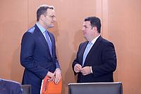 06 NOV 2019, BERLIN/GERMANY:<br /> Jens Spahn (L), CDU, Bundesgesundheitsminister, und Hubertus Heil (R), SPD, Bundesarbeitsminister, im Gespraech, vor Beginn der Kabinettsitzung, Bundeskanzleramt<br /> IMAGE: 20191106-01-018<br /> KEYWORDS: Kabinett, Sitzung, Gespräch