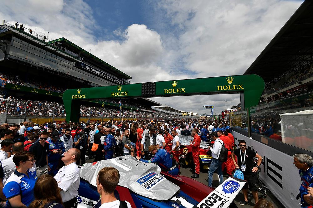 #68 Ford Chip Ganassi Racing Ford GT: Joey Hand, Dirk Müller, Sébastien Bourdais, pre-race, grid walk<br /> Saturday 16 June 2018<br /> 24 Hours of Le Mans<br /> 2018 24 Hours of Le Mans<br /> Circuit de la Sarthe  FR<br /> World Copyright: Scott R LePage