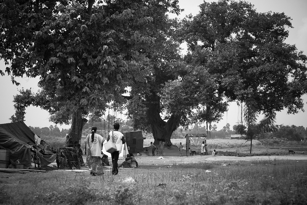 Vaccinators reaching nomadic communities at Khagaria sadar, Bihar.