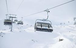 THEMENBILD - Liftstützen und Sessellift der Langwiedbahn, aufgenommen am 15. Januar 2015 am Kitzsteinhorn, Kaprun, Österreich. EXPA Pictures © 2014, PhotoCredit: EXPA/ JFK