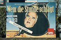 """30.03.1998, Germany/Bonn:<br /> Wahlplakat der SPD: Helmut Kohl """"Wem die Stunde schlägt"""", vor der Wahlkampfzentrale<br /> IMAGE: 19980330-01/01-10<br />  <br />  <br />  <br /> KEYWORDS: Plakat, Werbung, bill, promotion"""