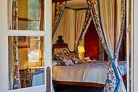 France, Cher (18), Berry, château de la Verrerie, chambre, route Jacques Coeur // France, Cher (18), Berry, the Jacques Coeur road, chateau de la Verrerie castle, room