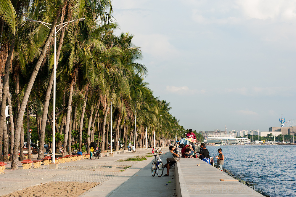 Philippines, Manila. Promenade at Roxas Boulevard at the late afternoon.