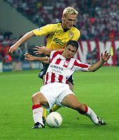 Fotball<br /> UEFA Champions League 2004/2005<br /> Foto: BPI/Digitalsport<br /> NORWAY ONLY<br /> <br /> Olympiakos v Liverpool<br /> Champions League Group A. Karaiskaki Stadium, Athens. 27/09/2004. <br /> <br /> Sami Hyypia is tackled by Anastasios Pantos