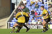 Reading Berkshire, 29/09/02<br /> London Irish vs Wasps,<br /> Exiles skipper, Ryan Strudwick, attracts the attention of, Craig Dowd and Paul Volley, as he tries to set up a attack during the, ZURICH PREMIERSHIP RUGBY match at the, Madejski Stadium,  [Mandatory Credit: Peter Spurrier/Intersport Images]