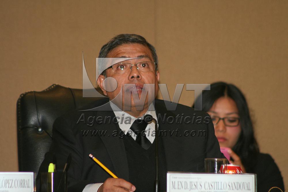 Toluca, México.- Jesús Castillo Sandoval durante la sesión del Consejo General del Instituto Electoral del Estado de México, en donde se aprobó por mayoría aplicar sanciones económicas a algunos partidos políticos  por irregularidades  respecto a gastos para actividades ordinarias. Agencia MVT / José Hernández