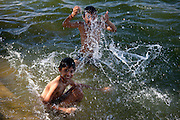 Young Indian boys bathing in the waters of Lake Pichola, Udaipur, Rajasthan, Western India