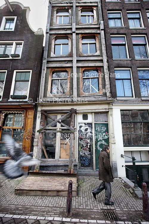 Nederland, Amsterdam , 20 februari 2010..Verwaarloosde pand op de Gelderse kade 108..Foto:Jean-Pierre Jans