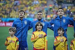 Neymar, Daniel Alves e Oscar cantam hino nacional na partida entre Brasil x Croácia, na abertura da Copa do Mundo 2014, no Estádio Arena Corinthians, em São Paulo. FOTO: Jefferson Bernardes/ Agência Preview