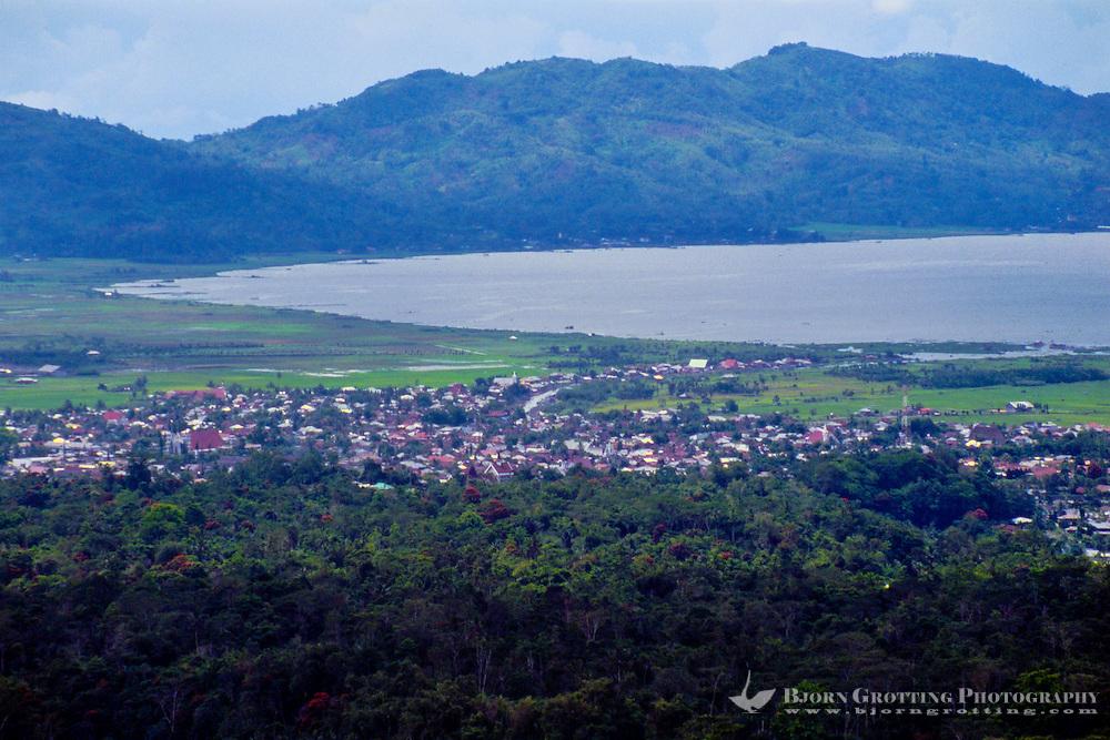 Indonesia, Sulawesi, Rurukan. Lake Tondano seen from the Rurukan area not far from Tomohon in the Minahasa highland.
