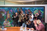 DEU, Deutschland, Germany, Berlin, 18.10.2017: Kameraleute und Fotografen vor Beginn der 165. Kabinettsitzung im Bundeskanzleramt.
