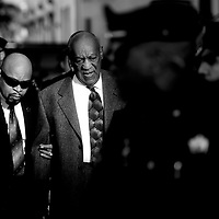 Actor and comedian Bill Cosby (C) arrives for a preliminary hearing on sexual assault charges at the Montgomery County Courthouse in Norristown, Pennsylvania February 2, 2016.Cosby has been charged with the 2004 sexual assault of Andrea Constand, a former women's basketball team manager at Temple University in Philadelphia, Cosby's alma mater. REUTERS/Mark Makela