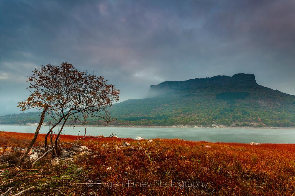 Studen Kladenets lake in the autumn