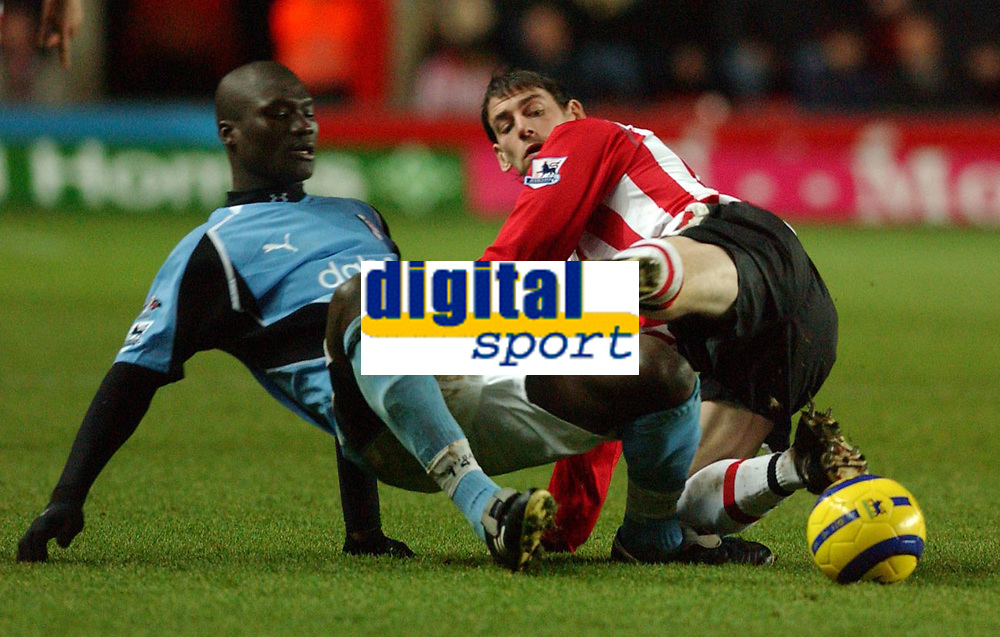 Fotball<br /> Premier League England 2004/2005<br /> Foto: SBI/Digitalsport<br /> NORWAY ONLY<br /> <br /> 05.01.2005<br /> Southampton v Fulham<br /> <br /> Southampton's Rory Delap and Fulham's Papa Bouba Diop