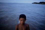 Manacapuru_AM, Brasil...Ajudante de embarcacao no Rio Solimoes em Manacapuru no estado do Amazonas...A boy on the boat in Solimoes river in Manacapuru in Amazonas state...Foto: JOAO MARCOS ROSA / NITRO