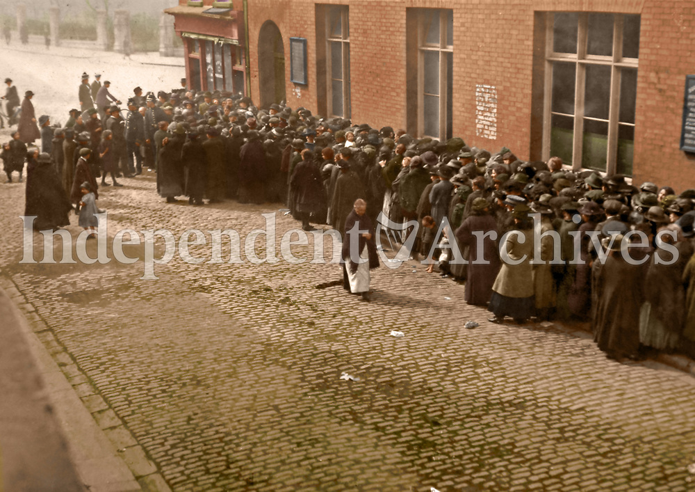 A crowd outside the city dispensary on Castle St waiting for bread supplies, 1916. The gates of Christ Church Cathedral can be seen at the top of the picture. (Part of the Independent Newspapers Ireland/NLI Collection) Colourised by Tom Marshall (PhotograFix).