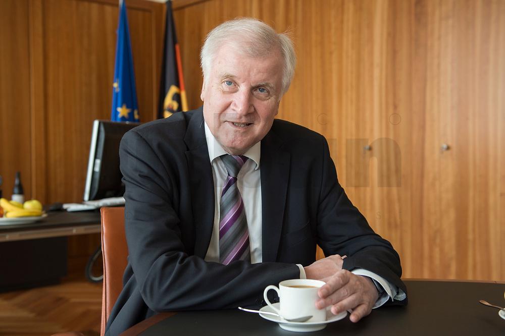 20 JUN 2018, BERLIN/GERMANY:<br /> Horst Seehofer, CSU, Bundesinnenminister, waehrend einem Interview, in seinem Buero, Bundesministerium des Inneren<br /> IMAGE: 20180620-02-020<br /> KEYWORDS: Büro
