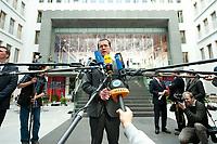 12 APR 2010, BERLIN/GERMANY:<br /> Karl-Theodor zu Guttenberg, CDU, Bundesverteidigungsminister, gibt noch ein Statement, nach einer Pressekonferenz zur Vorstellung der Strukturkommission der Bundeswehr, Bundespressekonferenz<br /> IMAGE: 20100412-01-057<br /> KEYWORDS: Mikrofon, microphone