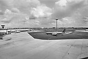Nederland, Schiphol, 15-8-1982 Diverse vliegtuigen van de KLM op het platform van luchthaven Schiphol. Boeing 707 van Olympic airways . Foto: Flip Franssen