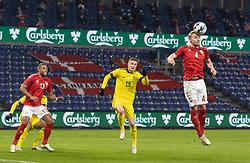 "Victor Nelsson (Danmark) header væk foran Mattias Svanberg (Sverige) og Mathias ""Zanka"" Jørgensen (Danmark) under venskabskampen mellem Danmark og Sverige den 11. november 2020 på Brøndby Stadion (Foto: Claus Birch)."