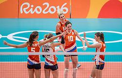 08-08-2016 BRA: Olympic Games day 3, Rio de Janeiro<br /> De Nederlandse volleybalsters vormen voor iedereen inmiddels een ploeg om rekening mee te houden. De wedstrijd tegen regerend wereldkampioen Amerika ging nipt verloren; 2-3 in sets (25-18, 18-25, 25-21, 20-25 en 8-15) / Lonneke Sloetjes #10