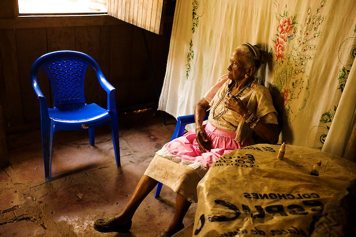 In America, only 1 in 7 women over 100 can even take care of themselves. Panchita, 101 years old, not only lives alone, but also splits logs and clears brush with a machete that is almost as tall as she is.