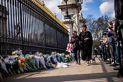 © Licensed to London News Pictures. 09/04/2021. London, UK. Mourners lay flowers outside Buckingham Palace following news of the death of Prince Philip. The Duke of Edinburgh Prince Philip, Queen Elizabeth II's husband, has died aged 99 Buckingham Palace has announced. Photo credit: Rob Pinney/LNP