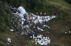 November 29, 2016 - Destroços do avião que levava a equipe da Chapecoense após queda, em Medelim, na Colômbia. (Credit Image: © Juan Antonio SáNchez/Fotoarena via ZUMA Press)