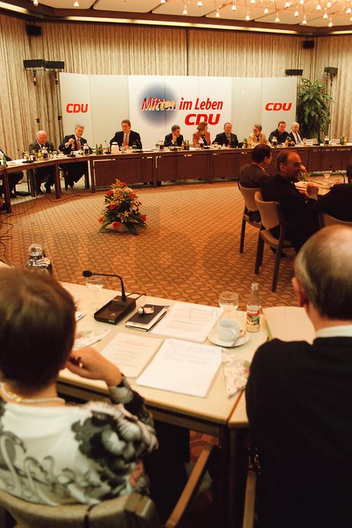 09.01.1999, Deutschland/Königswinter:<br /> Klausurtagung des CDU-Bundesvorstandes, Arbeitnehmerzentrum, Königswinter<br /> IMAGE: 19990108-02/01-34