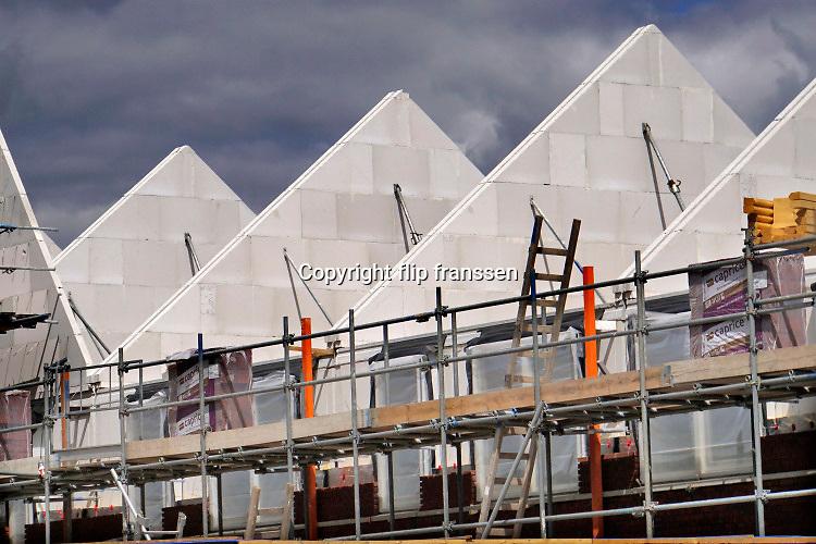 Nederland, Afferden, 15-5-2020 Een regionale aannemer bezig met het bouwen van een paar huizen . Foto: Flip Franssen