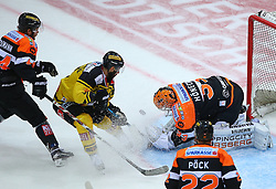 28.10.2016, Albert Schultz Halle, Wien, AUT, EBEL, UPC Vienna Capitals vs Moser Medical Graz 99ers, 15. Runde, im Bild Markus Pirmann (Moser Medical Graz 99ers), Jerry Pollastrone (UPC Vienna Capitals), Thomas Hoeneckl (Moser Medical Graz 99ers) und Thomas Poeck (Moser Medical Graz 99ers) // during the Erste Bank Icehockey League 15th Round match between UPC Vienna Capitals and Moser Medical Graz 99ers at the Albert Schultz Ice Arena, Vienna, Austria on 2016/10/28. EXPA Pictures © 2016, PhotoCredit: EXPA/ Thomas Haumer