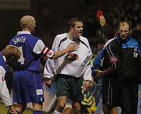 Fotball<br /> England 2004/22005<br /> Foto: SBI/Digitalsport<br /> NORWAY ONLY<br /> <br /> Gillingham v Plymouth Argyle <br /> Coca Cola championship. 15/01/2005.<br /> <br /> Gillinghams Paul Smith restrains Plymouths Paul Connolly after being sent off by referee J. Singh