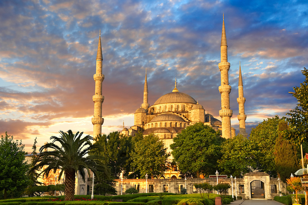 Sunset over the Sultan Ahmed Mosque (Sultanahmet Camii) or Blue Mosque, Istanbul, Turkey. Built from 1609 to 1616 during the rule of Ahmed I. .<br /> <br /> If you prefer to buy from our ALAMY PHOTO LIBRARY  Collection visit : https://www.alamy.com/portfolio/paul-williams-funkystock/blue-mosque-istanbul.html<br /> <br /> Visit our TURKEY PHOTO COLLECTIONS for more photos to download or buy as wall art prints https://funkystock.photoshelter.com/gallery-collection/3f-Pictures-of-Turkey-Turkey-Photos-Images-Fotos/C0000U.hJWkZxAbg