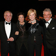 NLD/Amsterdam/20051208 - Miljonairfair 2005, Peter Smulders en partner, samen met vrienden Janneke & Gerrit Pieter Enters