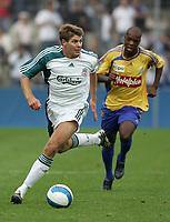Liverpools Steven Gerrard entflieht GCs Kim Jaggy. © Urs Bucher/EQ Images